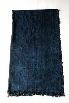 画像2: 【アフリカ】手織り藍染めの綿(大きめ)(濃い藍) (2)
