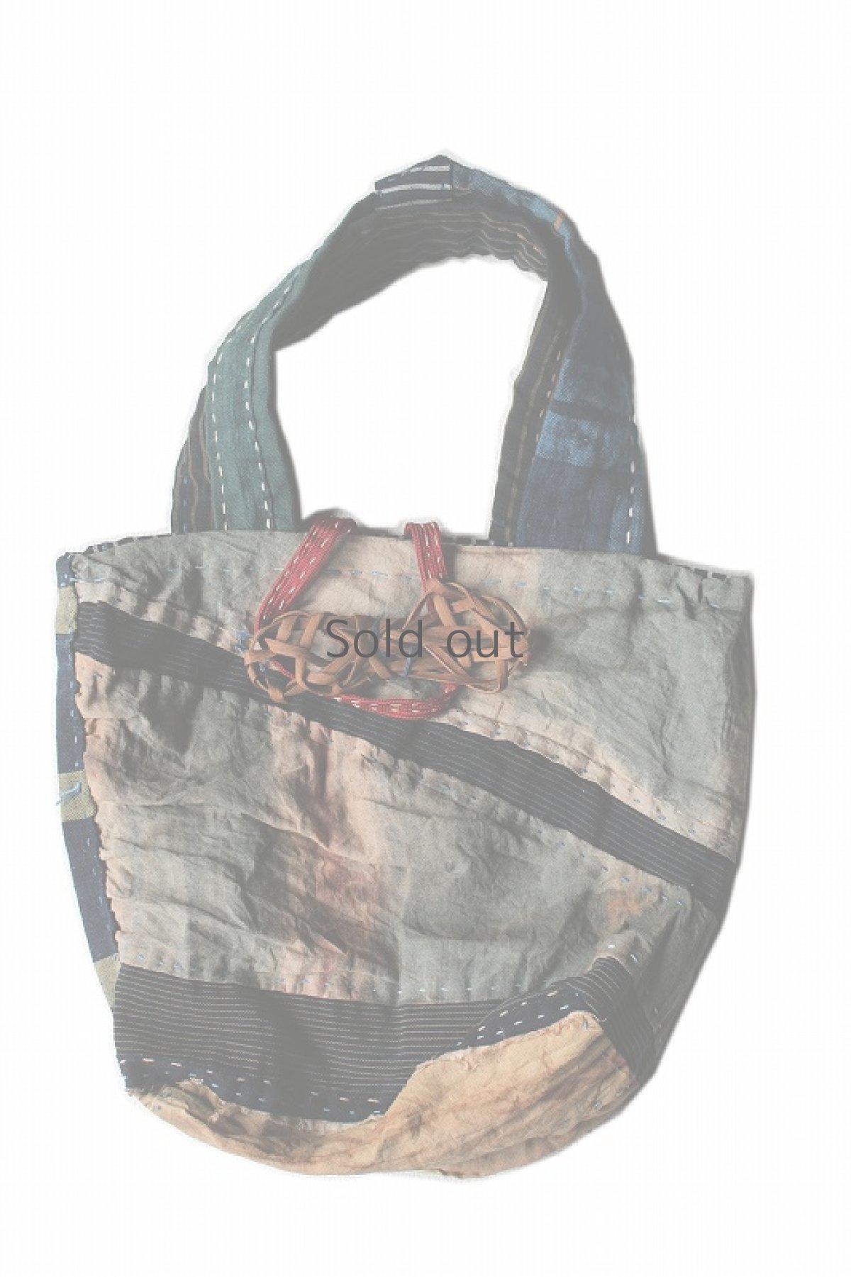 画像1: 【桃雪】柿渋古布 木綿つぎはぎのトートバッグ(留め具:葡萄のつる) (1)