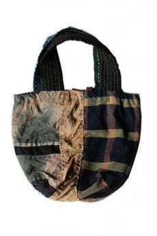 画像2: 【桃雪】柿渋古布 木綿つぎはぎのトートバッグ(留め具:葡萄のつる) (2)