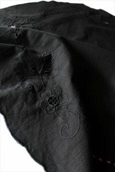 画像1: 【フランス】アンティークレース×染 長めのテーブルクロス(黒) (1)
