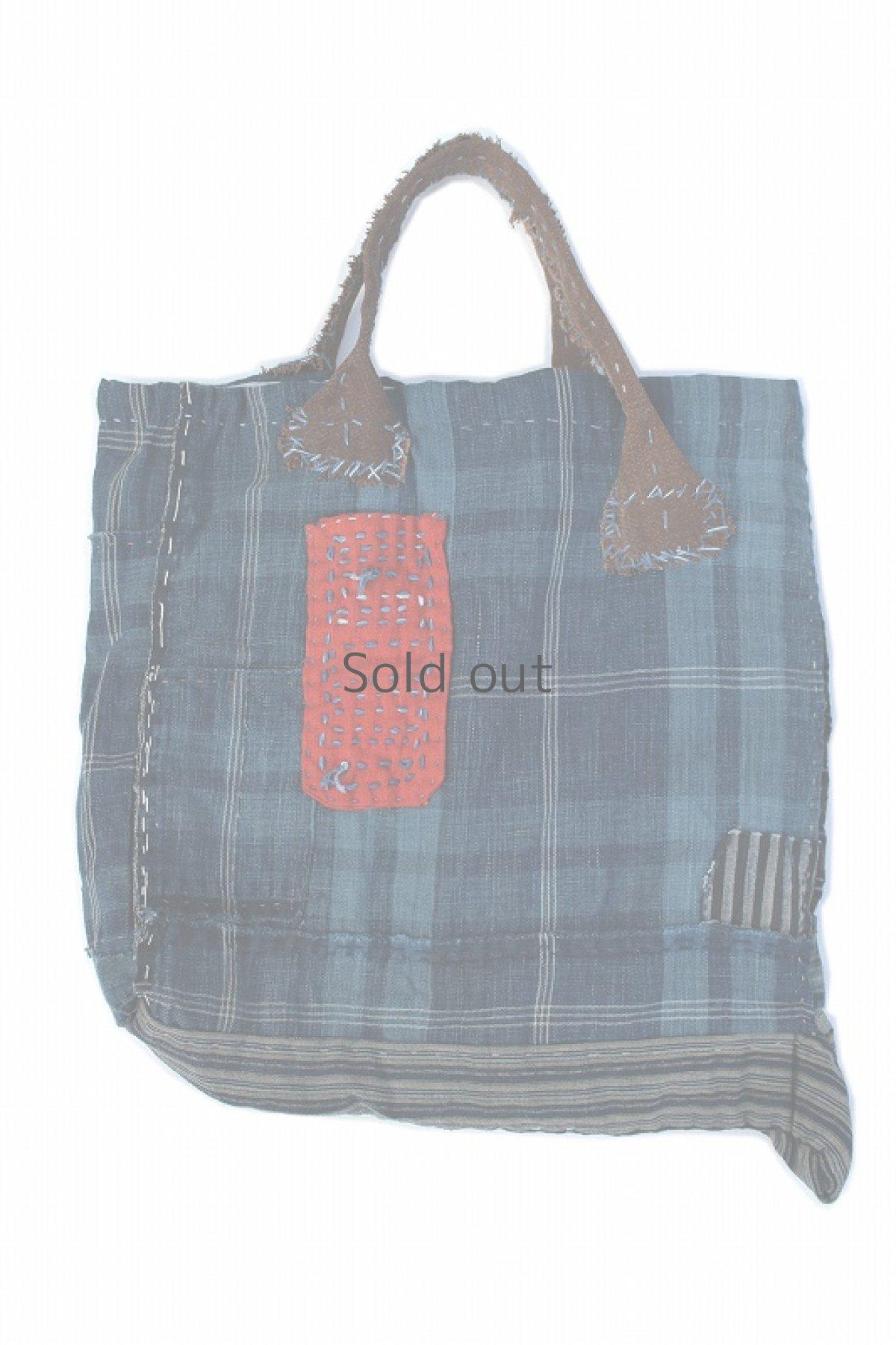 画像1: 【桃雪】藍染チェック古布 リバーシブルしっぽ付きバック(酒袋の取っ手) (1)