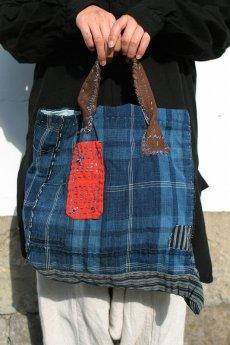 画像3: 【桃雪】藍染チェック古布 リバーシブルしっぽ付きバック(酒袋の取っ手) (3)