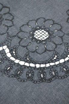 画像3: 【フランス】アンティークレース×染 カットワーク刺繍 大きなテーブルクロス(グレー) (3)