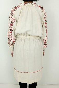画像4: 【ウクライナ】ウクライナリネン刺繍ワンピース(ウエストゴム/赤のクロスステッチ) (4)