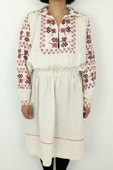 画像2: 【ウクライナ】ウクライナリネン刺繍ワンピース(ウエストゴム/赤のクロスステッチ) (2)
