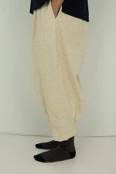 画像3: 【ササキチホ】アンティークリネン 裾タック バレルパンツ(生成り) (3)
