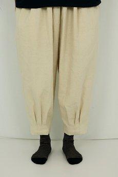 画像2: 【ササキチホ】アンティークリネン 裾タック バレルパンツ(生成り) (2)