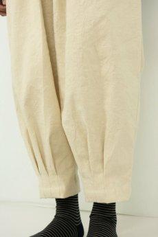 画像6: 【ササキチホ】アンティークリネン 裾タック バレルパンツ(生成り) (6)