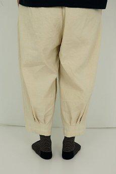 画像10: 【ササキチホ】アンティークリネン 裾タック バレルパンツ(生成り) (10)