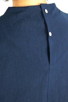 画像9: 【ササキチホ】アンティークリネン×染め ハイネック ロングシャツ(紺/五分袖) (9)
