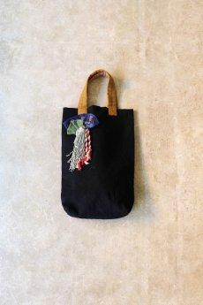 画像2: 【ササキチホ】古布 気まぐれバッグ(オール手縫い/黄土色の取手/黒色) (2)