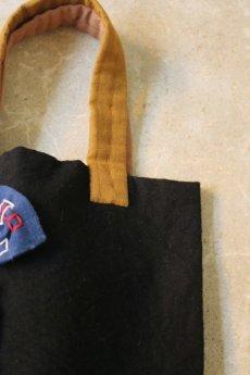 画像4: 【ササキチホ】古布 気まぐれバッグ(オール手縫い/黄土色の取手/黒色) (4)