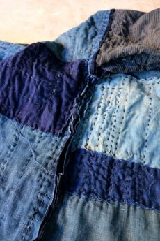 画像15: 【MITSUGU SASAKI】藍染古布 刺し子リペアのリバーシブル野良着 (15)