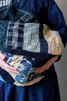 画像18: 【MITSUGU SASAKI】BORO古布 パッチワーク米袋の大きめリバーシブルショルダーバッグ (18)