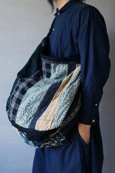 画像16: 【MITSUGU SASAKI】BORO古布 パッチワーク米袋の大きめリバーシブルショルダーバッグ (16)