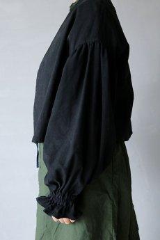 画像5: 【ササキチホ】アンティークリネン×染め ピエロ袖 前開きブラウス(黒色) (5)