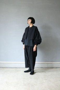 画像2: 【ササキチホ】アンティークリネン×染め ピエロ袖 前開きブラウス(黒色) (2)
