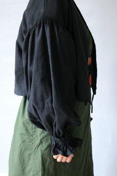 画像10: 【ササキチホ】アンティークリネン×染め ピエロ袖 前開きブラウス(黒色) (10)