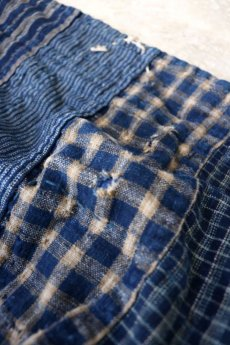 画像5: 【MITSUGU SASAKI】BORO古布 パッチワーク米袋の大きめリバーシブルショルダーバッグ(格子と藍) (5)