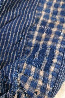 画像7: 【MITSUGU SASAKI】BORO古布 パッチワーク米袋の大きめリバーシブルショルダーバッグ(格子と藍) (7)
