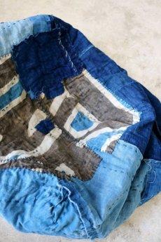 画像12: 【MITSUGU SASAKI】BORO古布 パッチワーク米袋の大きめリバーシブルショルダーバッグ(格子と藍) (12)