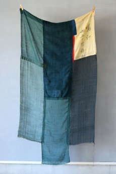 画像2: 【MITSUGU SASAKI】日本古布 パッチワーク壁掛け (ウコンの蚊帳) (2)