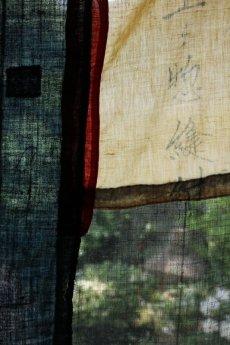 画像18: 【MITSUGU SASAKI】日本古布 パッチワーク壁掛け (ウコンの蚊帳) (18)