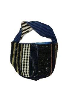 画像2: 【MITSUGU SASAKI】BORO古布 パッチワーク米袋のリバーシブル大きめのショルダーバッグ(藍のパッチと縞) (2)