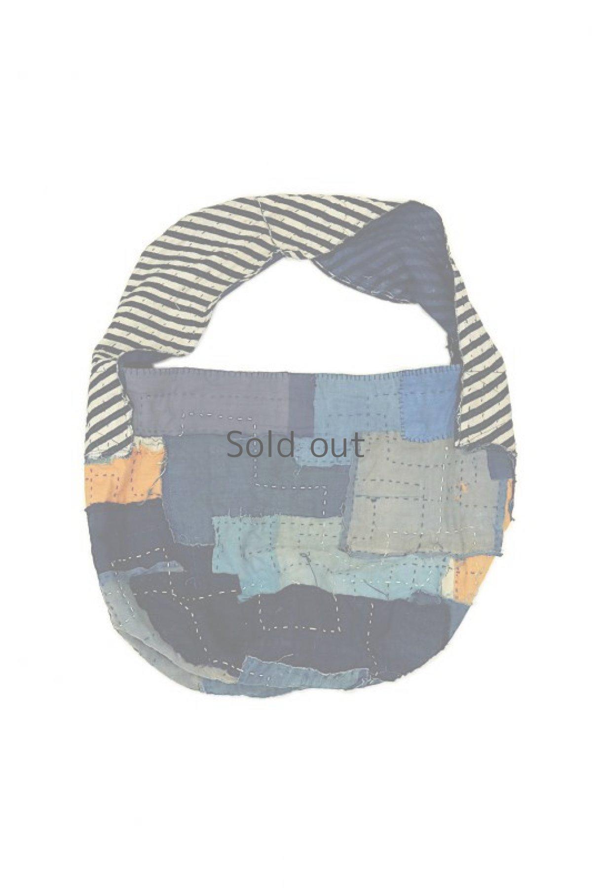 画像1: 【MITSUGU SASAKI】BORO古布 パッチワーク米袋のリバーシブル大きめのショルダーバッグ(藍のパッチと縞) (1)