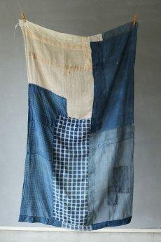 画像11: 【MITSUGU SASAKI】日本古布 パッチワーク壁掛け(藍と生成りの蚊帳) (11)