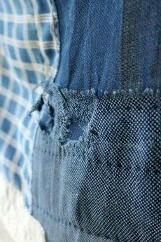 画像5: 【MITSUGU SASAKI】日本古布 パッチワーク壁掛け(藍と生成りの蚊帳) (5)