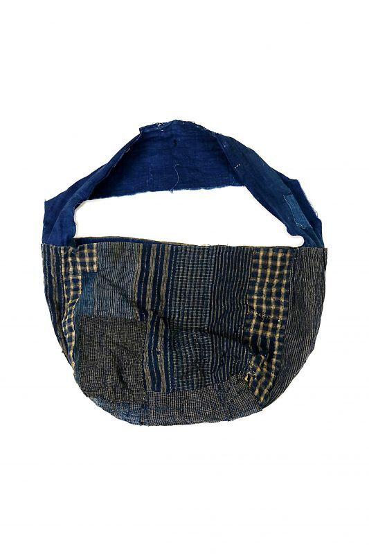 画像1: 【MITSUGU SASAKI】BORO古布 パッチワーク米袋の大きめリバーシブルショルダーバッグ(格子と藍) (1)