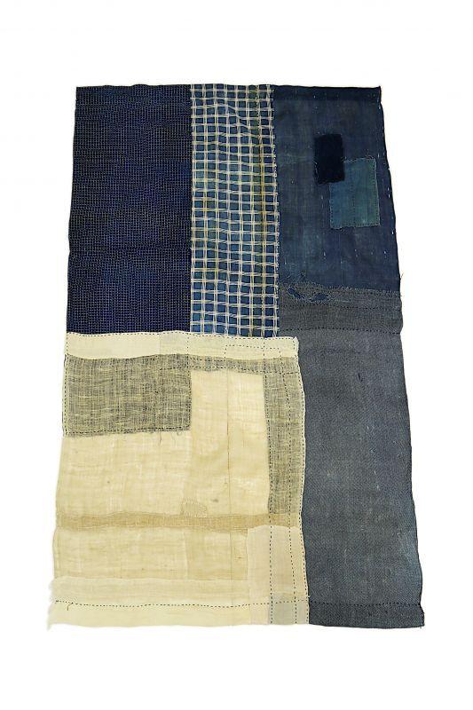 画像1: 【MITSUGU SASAKI】日本古布 パッチワーク壁掛け(藍と生成りの蚊帳) (1)